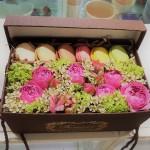 "Коробка "" Макаруны и Цветы """